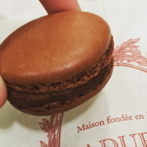 My craving for chocolate was satisfied after this chocolate macaron from Laduree at Harbour City.